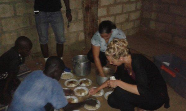 Repas dans les Daraas à Saly au Sénégal octobre2017
