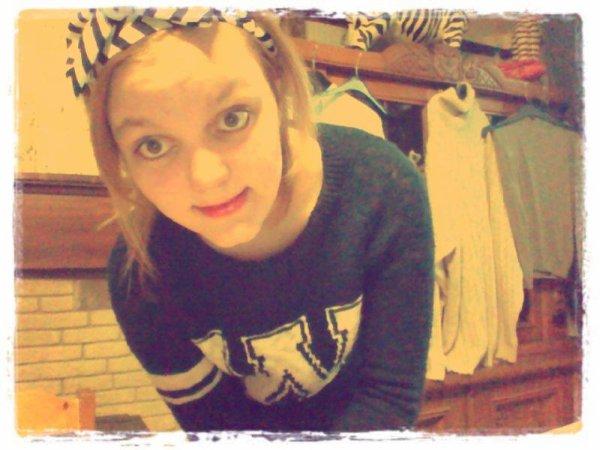 # Je suis tellement petite, que tes critique me passe au dessus de la tête. :) <3.