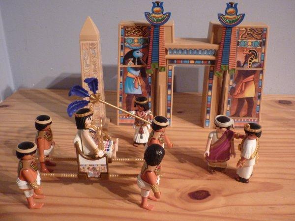 Le sanctuaire Egyptien. La rencontre entre Cléopatre et Marc Antoine.