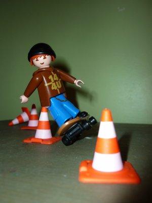Jeune skateur playmobil