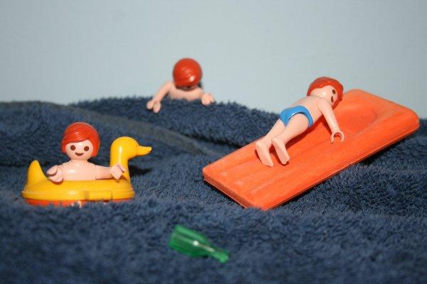 Enfants dans la mer du Nord.