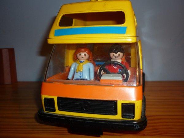 Playmobil : vacances en camping car.