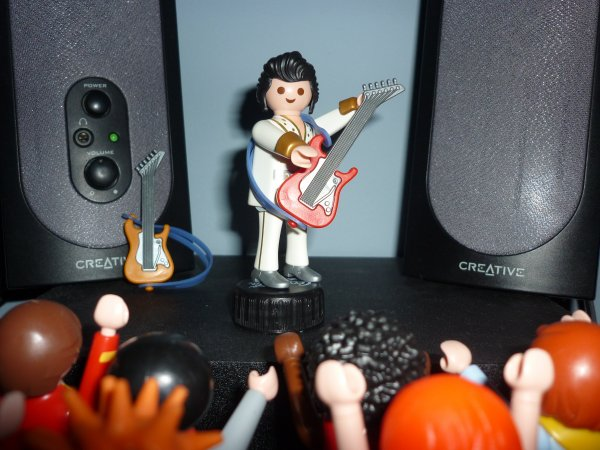 Playmobil rend hommage à Elvis Presley... (Playmobil figure série 2)