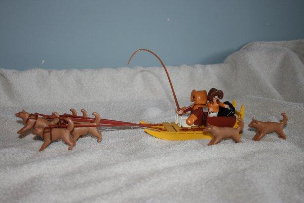 Les esquimaux playmobil et leur igloo (ref : 3465, année 1984)