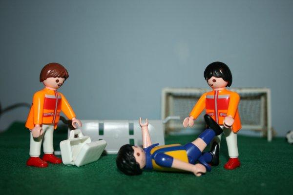 Secouristes et footballeur blessé Playmobil ref : 4727.