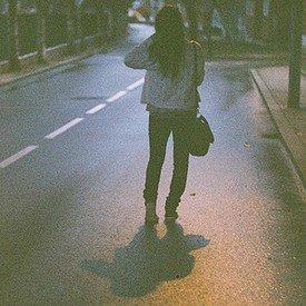 Des morceaux brisés d'une histoire à couper le souffle maintenant il n'y a plus que moi et la solitude...
