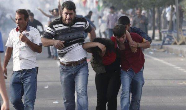 قتلى بتفجيرين استهدفا تجمعا انتخابيا جنوبي تركيا . كل تفاصيل المنشور موجود في الرابط الموجود في أسفل الصورة