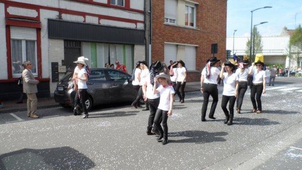 défilé carnavalesque pour le festival de l'eau