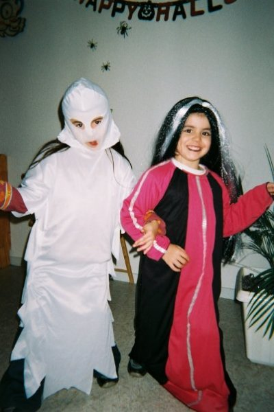 Moi quand j étais petite avec ma soeur et mon frere  deguiser pour halowinne