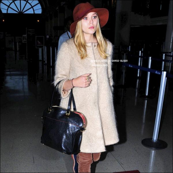 . Le 15 Mars 2012 -   Elizabeth arrivant à LAX Airport à Los Angeles. .