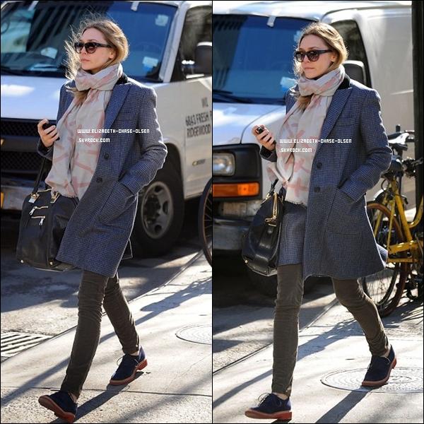 . Le 30 Mars 2012 -   Elizabeth se promenant dans les rues de New York. .