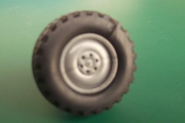 Probléme de pneus sur UNIMOG 400 (Welly)