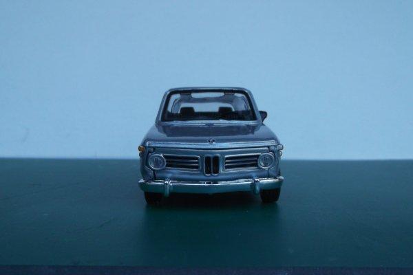 BMW 2002  (Burago)
