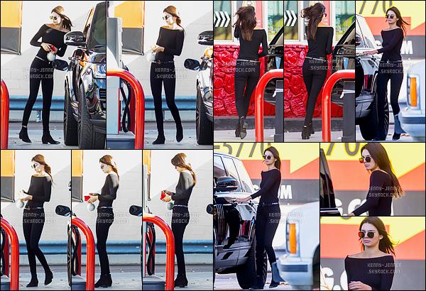 25/11/2015 : Kendall Jenner a été photographiée alors qu'elle était à une station essence dans Los Angeles, CA. C'est comme d'habitude habillée toute de noir que notre brunette Kendall Jenner a été repérée par les paparazzis. J'aime bien quand même. Un top !