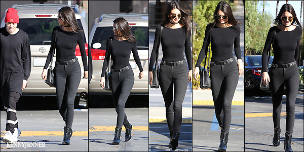 12/12/2015 : Kendall Jenner à été repérée se promenant toute souriante avec un ami dans les rues de Calabasas. Au niveau de la tenue je n'aime définitivement pas les chaussures western de Ken, par contre le body et le jean slim sont superbe, un top.