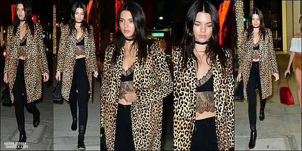 17/12/2015 : Kendall Jenner accompagnée de sa BFF Hailey Baldwin faisait du shopping dans Beverly Hills.. J'aime beaucoup le haut en dentelle de Kendall et celle-ci enchaîne les sorties...avec que des tops! je suis totalement fan de son manteau!