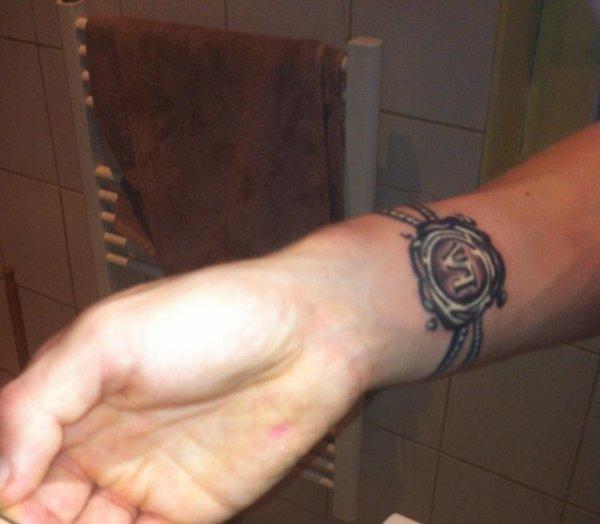 news tatoo =) le chiffre 4 en lettre romain mon chiffre fétiche