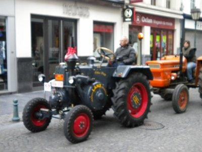 Petite promenade avec nos deux FIAT 550 dans la ville de Liége avec le club L'amical des vîts capots.