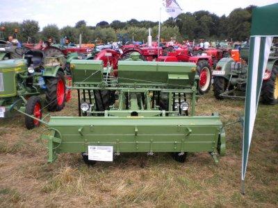 concentration de tracteur retro a voort en flandre au mois de d aout 2010