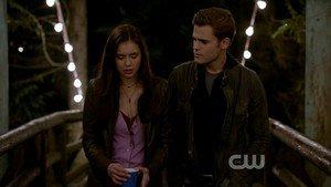 Saison 1 Episode 1 : Elena Gilbert et Stefan Salvatore