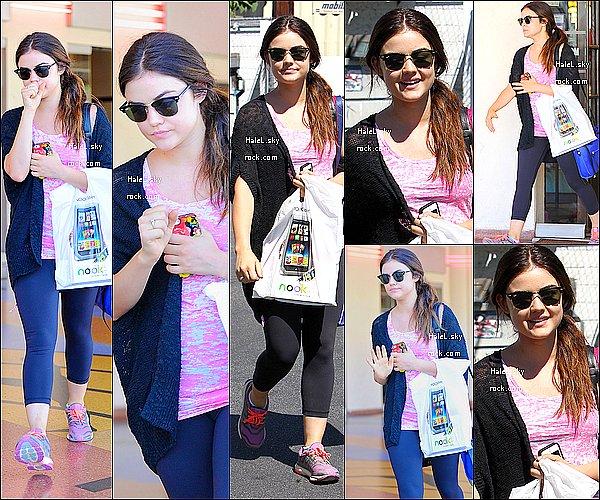 23/08/2013:  Lucy, toujours aussi aimable,a été vue faisant du shopping à  Barnes & Noble,Toluka Lake.Bof.