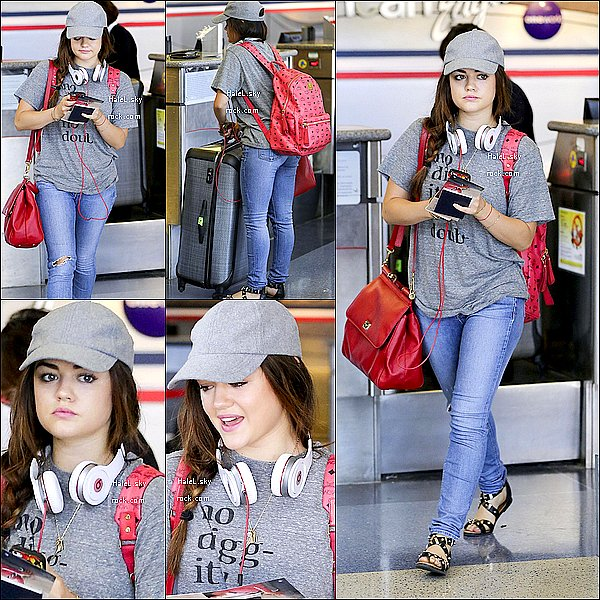 30/08/2013 :  L'éternelle souriante Lucy Hale a été prise en photo à l'aéroport de LAX à Los Angeles. Top.
