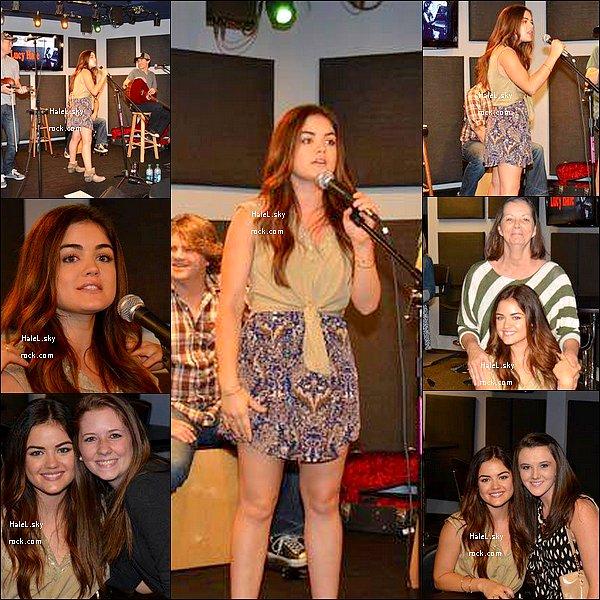 09/09/2013 :  Lucy Hale a été aperçue faisant du shopping à Urban Outfitters à Los Angeles.