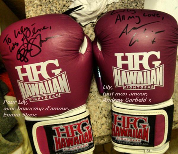 Andrew et Emma ont été dans un salle de sport pour un entraînement. L'entraîneur leur a fait signé un autographe sur les gants de boxe pour sa fille, qui l'a tweeté.