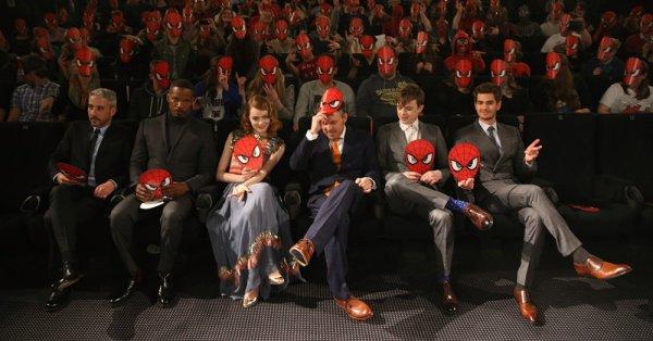 15/04 : Emma et le reste du cast de The Amazing Spider Man 2 était à l'avant-première allemande, se passant à Berlin. Emma portait du Chanel.