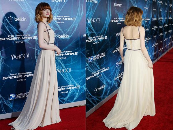 24/04 : Hier soir avait lieu (la dernière) avant-première new-yorkaise de The Amazing Spider Man 2. Emma, plus ravissante que jamais, s'est montrée avec sa nouvelle coupe et une magnifique robe signée Prada.