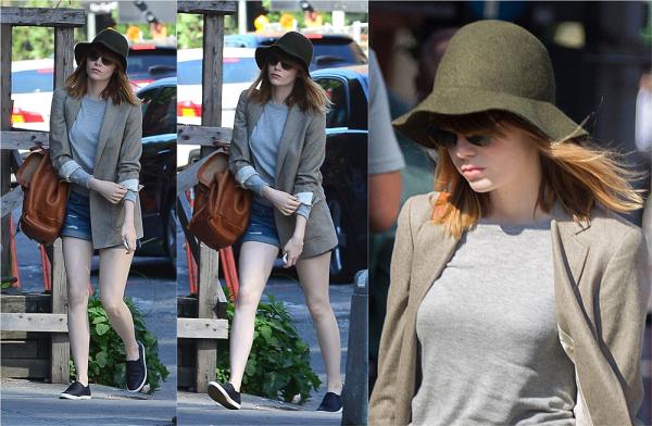 25/06 : Contrairement à ces jours-ci où les sorties Stonefield défilaient, Emma a été vu seule dans les rues de NYC.