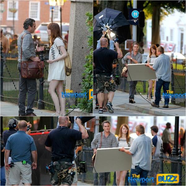 07/07 : Et voici les premières photos du tournage d'Emma aux côtés de Joaquin Phoenix pour le nouveau film de Woody Allen à Newport. Le titre n'a pas encore été attribué publiquement.