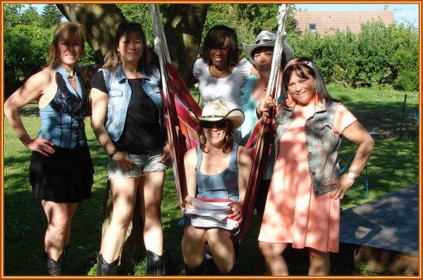Superbe après-midi ensoleillé chez notre amie Caro pour un Barbecue partage Country . Les Texanes en weekend à la campagne !