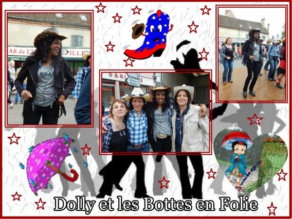 """Bal de la Brocante à Chateauneuf en Thymerais 28. Avec les Bottes en Folie . Un grand merci et bravo pour Dolly """" Chef d'orchestre """" de cette belle journée malgré la pluie ."""