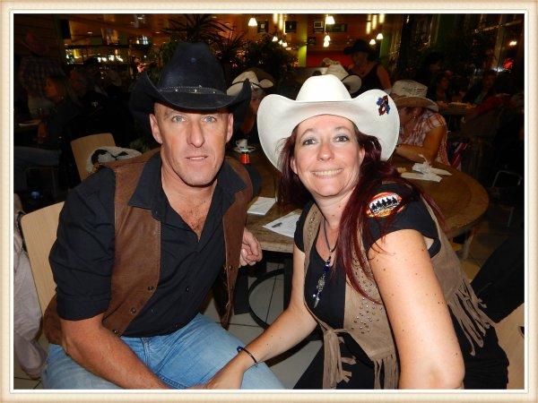 Soirée country à la cafétéria de Cora à Dreux (V. 07/10/2016). Beaucoup de monde et une soirée bien sympathique .