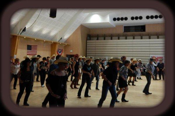 En attendant les montages des autres photos du bal Country au Dianetum  organisé par le comité des fêtes d'Anet 28 et animé par GG des Cherokee's Dancers  voici quelques photos pour vous faire patienter . Superbe après-midi ou quelques 120 danseurs ont occupés le plancher de cette belle salle dimanche dernier . Un bon moment passé tous ensemble avec comme toujours cette bonne humeur que l'on retrouve lors de nos rencontres .... Merci au comité des fêtes d'Anet pour leur accueil et à GG pour cette animation . ......... à suivre .......
