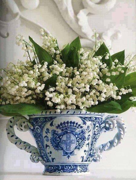 Bon et joyeux 1 er Mai à vous mes amis . Le soleil devrait être présent , la douceur aussi , alors profitez bien de cette journée  ....