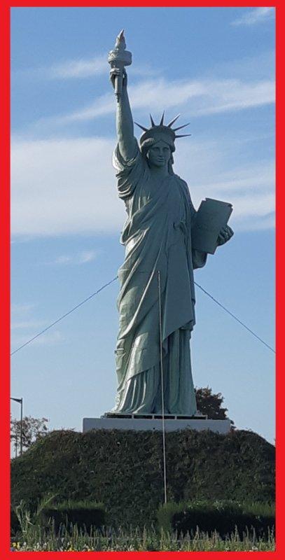 Notre Statue de la Liberté est revenue sur son rond point à Barentin (76360) ... Rafraîchie et repeinte .... Elle avait été déplacée pour accueillir les voiles de la liberté  de L'Armada 2019 sur les quais de Seine à Rouen (Seine Maritime)