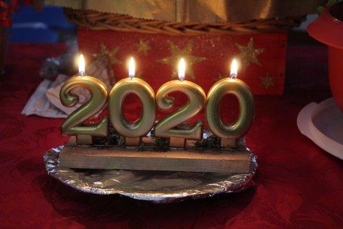 Meilleurs V½ux à toute ma famille , amis blogueurs , amis de la country et amis FB .......Que 2020 vous apporte ce dont vous rêvez ,  qu'elle soit sans heurts , sans violence , mais avec que de bons moments de joie .... A nous de faire de 2020 une année prospère .