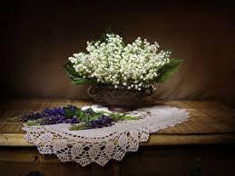 Bon 1 er Mai - Un joli panier de douceur et de bonheur pour cette année brutale et incertaine . Bonne Journée à vous mes amis .