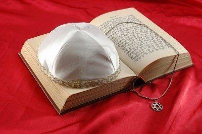 Différence entre Chrétiens et Juifs .