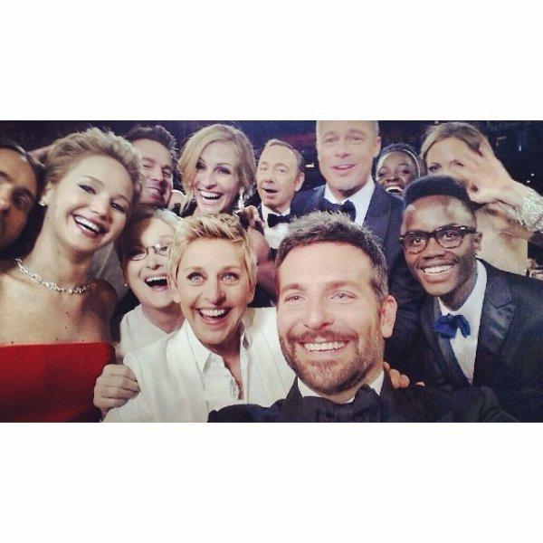 """....HAHAHAHAHAHA !!!!!!!....EN GRANDE MAITRESSE DE CEREMONIE DES OSCAR 2014 """"ELLEN"""" DIMANCHE 2 MARS 2014 ASSURER LE SHOW ! .......NOTAMENT 2 MOMENT CLEE KI VA FAIRE LE TOUR DU NET ! ......LUNE D'ELLE EST LA FOTO KE L'ANIMATRICE A DEMANDER AU PLUS DE MONDE POSSIBLE DE VENIR POZER SUR LA FOTO KELLE A TWEETER SUR SON SITE !"""