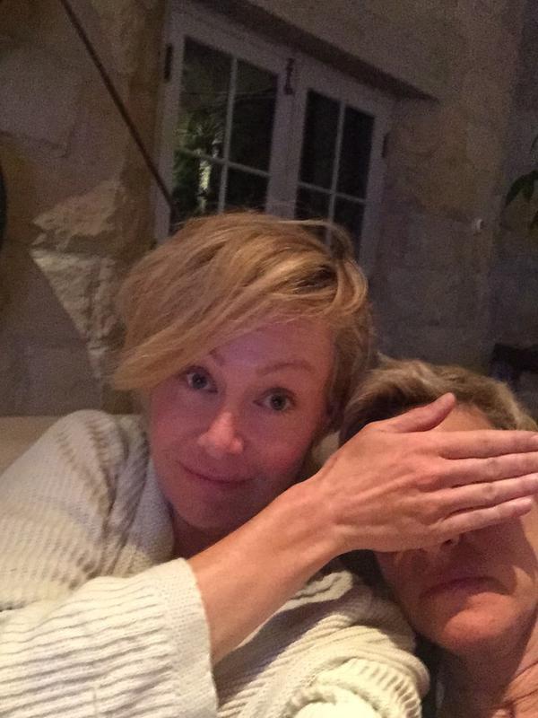 """...LE COUPLE """"DEGENERES"""" FETE LEUR 10ANS ENSEMBLE , HEUREUSE DE FETER """"THANKSGIVING"""" .....""""PORTIA"""" A POSTER KELKE FOTO PRIZE AVEC SA FEMME !!!...........L'ANNEE 2015 S'ANNONCE PLEIN DE BONHEUR ET D'AMOUR POUR """"ELLEN"""" ET """"PORTIA"""""""