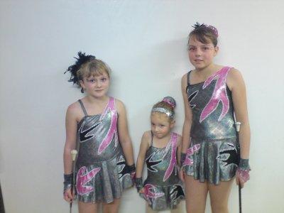 mes petites cheries pour la premiere foi avc leurs costumes