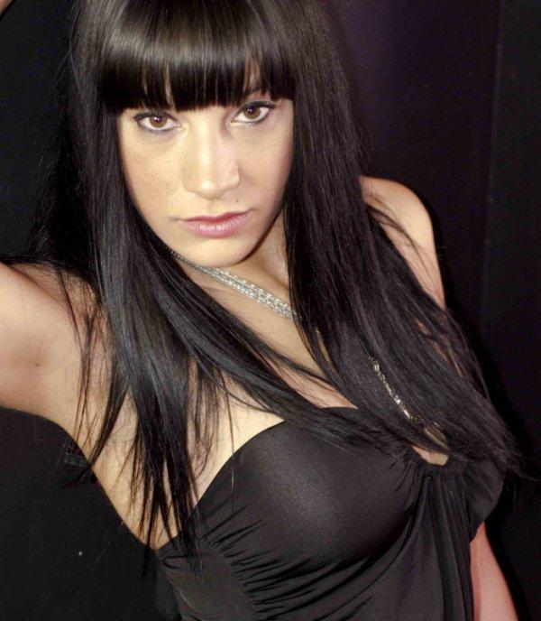 Salut moi c'est Cassandra 26ans modèle photos recherche de nouvelles rencontres