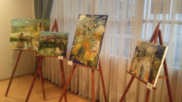 En live a l'exposition de la triomphe d'art à Bruxelles