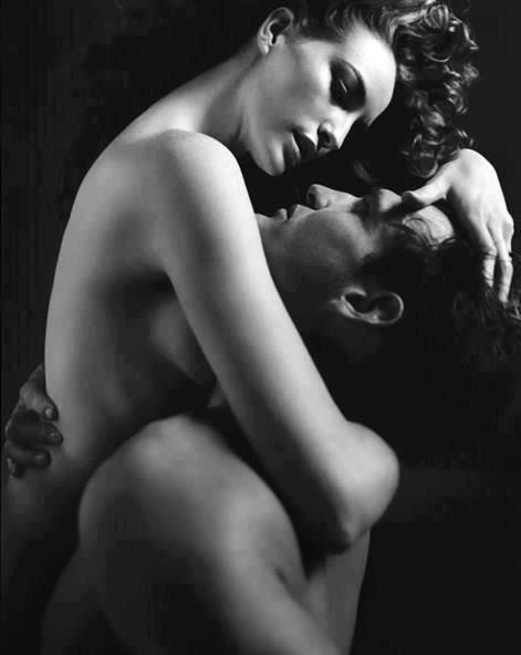Je pense tout le temps à elle même si je sais qu'elle est dans les bras d'un autre je l'aime toujours autant, alors l'amour a t'il vraiment des limites?!...