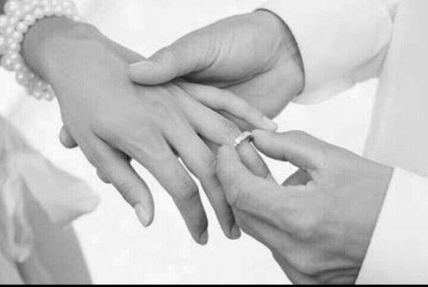 Je m'accroche pas à toi car je trouve personne d'autre . Je m'accroche à toi car tu m'apportais ce que j'ai jamais trouvé avec les autres auparavant. ...