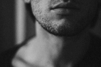 """"""" Il est permis de rêver. Il est recommandé de rêver. Sur les livres et les souvenirs. Sur l'Histoire et sur la vie. """"         Louis Aragon"""