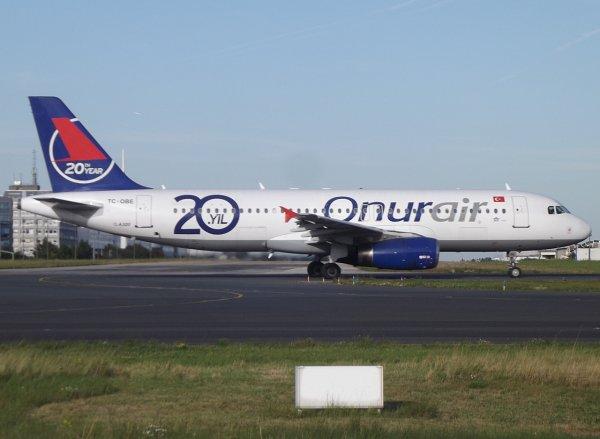 Airbus A320-232 Onurair (8Q)